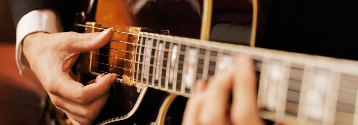 موسیقی جز، آموزش گیتار الکتریک